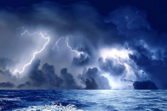 暴雨、闪电、狂风